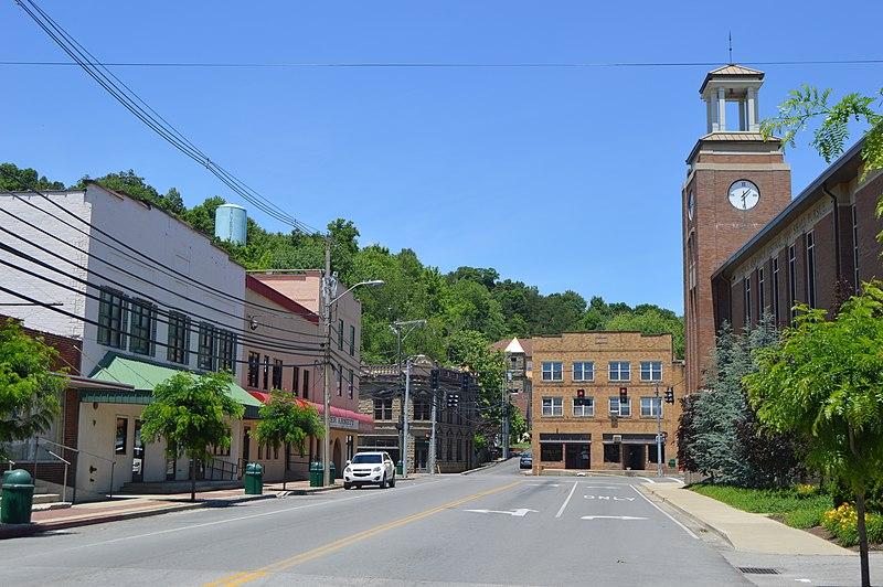 File:Maple from Church in Salyersville.jpg