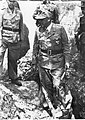 Marszałek Albert Kesselring na inspekcji umocnień brzegowych na froncie włoskim (2-2084).jpg