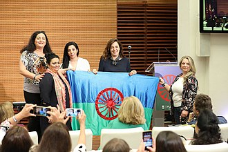 Celebration of the Romani Day on 24 May 2018 in Madrid Mayer recibe la bandera gitana en el Dia de las gitanas y gitanos de Madrid 03.jpg