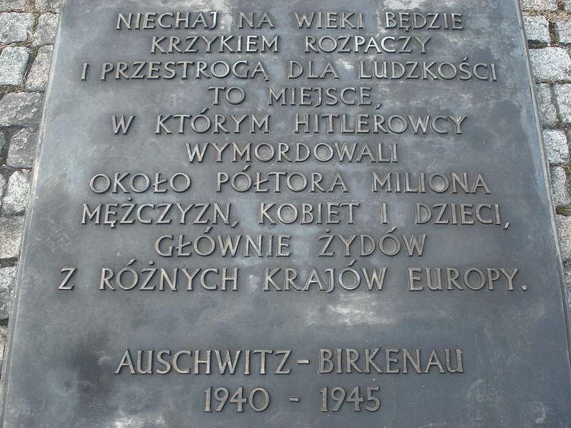 Plik:Memorial in Auschwitz.JPG