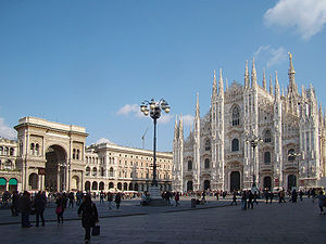 Fashion in Milan - Image: Milano piazza Duomo