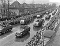 Militair defile op Koninginnedag te Enschede, Bestanddeelnr 907-7289.jpg