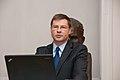 Ministru prezidens pasniedz pateicības rakstu profesoram Aivaram Lejniekam (7894033250).jpg
