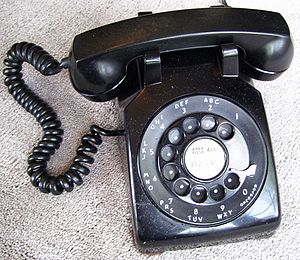 Pulse dialing - The Western Electric model 500 rotary dial telephone was a pulse-dialing instrument.