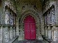 Morbihan Kernascleden Notre-Dame Cote Droit Porche Femmes - panoramio.jpg