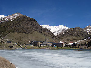 Vall de Núria - Vall de Núria - Winter view of mountain resort, sanctuary and reservoir
