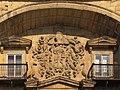Muchos adornos en el escudo - Palacio de Chiloeches (17266619811).jpg
