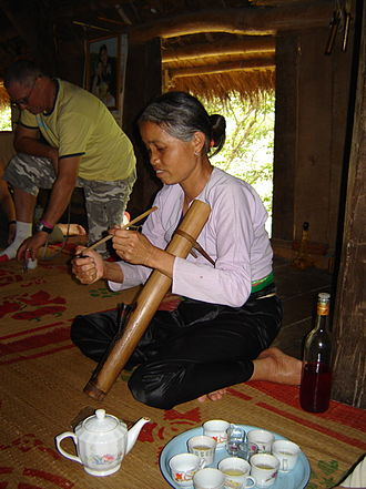 Muong people - Smoking and drinking banana wine, Muong customs.