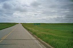 Vej igennem mennesketomt landskab i Slope County, North Dakota.