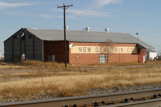 New Deal, Texas - New Deal Cotton Gin near the tracks