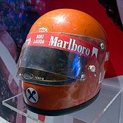 Il casco originale usato da Lauda nelle gare degli anni 1970