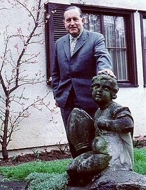 Norbert Schultze - Norbert Schultze in the garden of Artur Beul and Lale Andersen in Zollikon