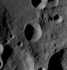劳·克拉克陨石坑