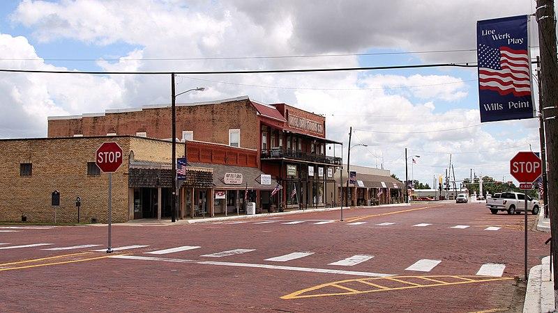 File:North 4th Street Wills Point Texas 100 Block 2018.jpg