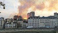 Notre-Dame de Paris, Incendie 15 avril 2019 20h07.02.jpg