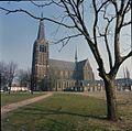 Overzicht van de zuid-westgevel met kerktoren - Stratum - 20379629 - RCE.jpg