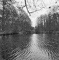 Overzicht van het park achter het huis met beek - Baarn - 20027157 - RCE.jpg