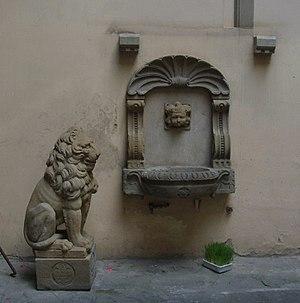 Palazzo Rosselli del Turco - Image: Palazzo rosselli del turco, fontanella e leone