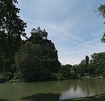 Parc des Buttes-Chaumont, île du Belvédère 01.jpg