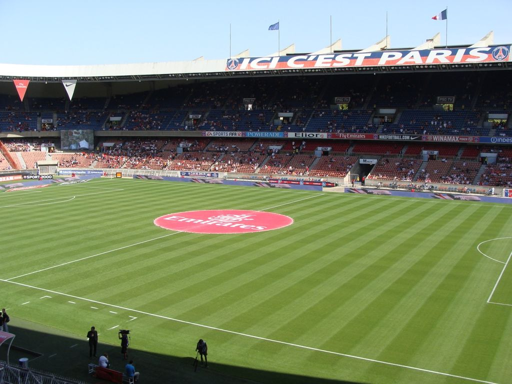 File parc des princes t 2011 jpg wikimedia commons for Porte 0 parc des princes
