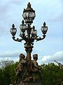 Paris Pont Alexandre-III lamppost 5 flames.jpg