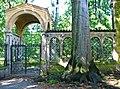 Park Glienicke - Eingangspavillon zum Klosterhof - panoramio.jpg