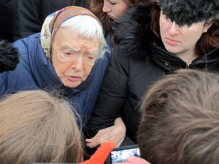 People came to the side of Boris Nemtsov's murder (2015-02-28; 26).JPG