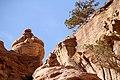 Petra-Jabal al-Deir-20-Aufstieg-Urne-2010-gje.jpg