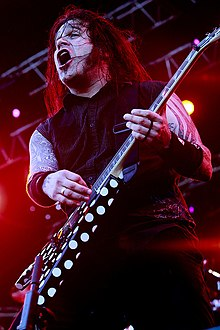 Phil Demmel in concerto con i Machine Head.