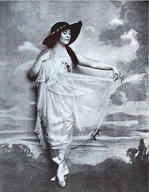 Phoebe Foster - Portrait of Foster in Vanity Fair (March 1916)