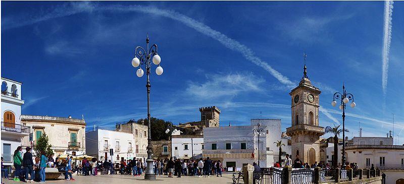 File:Piazza Plebiscito - Ceglie Messapica.jpg