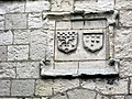 Picquigny château (blasons Porte du Gard) 1.jpg