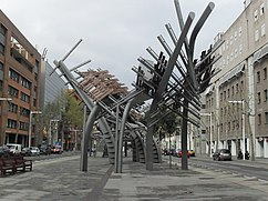 Pérgolas de la Avenida de Icaria, Barcelona (1992), junto con Enric Miralles.
