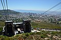 Pohled z lanovky cestou na Stolovou horu, Kapské město - Jihoafrická republika - panoramio.jpg
