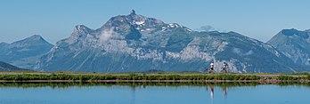 La pointe Percée vue de la rive du lac du col de Joux Plane (Auvergne-Rhône-Alpes). (définition réelle 6072×2038)