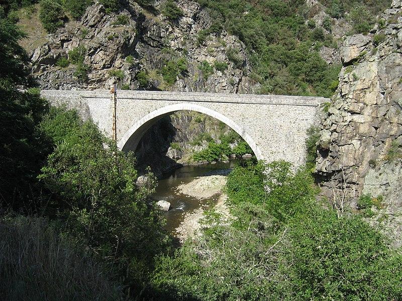 Pont dans la vallée de la Cance.