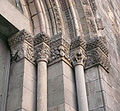 Porta santa Llúcia fris costat dret.jpg