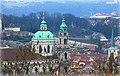 Prag – Pohled z lanovky na kostel Sv. Mikuláše na Malé Straně - panoramio.jpg