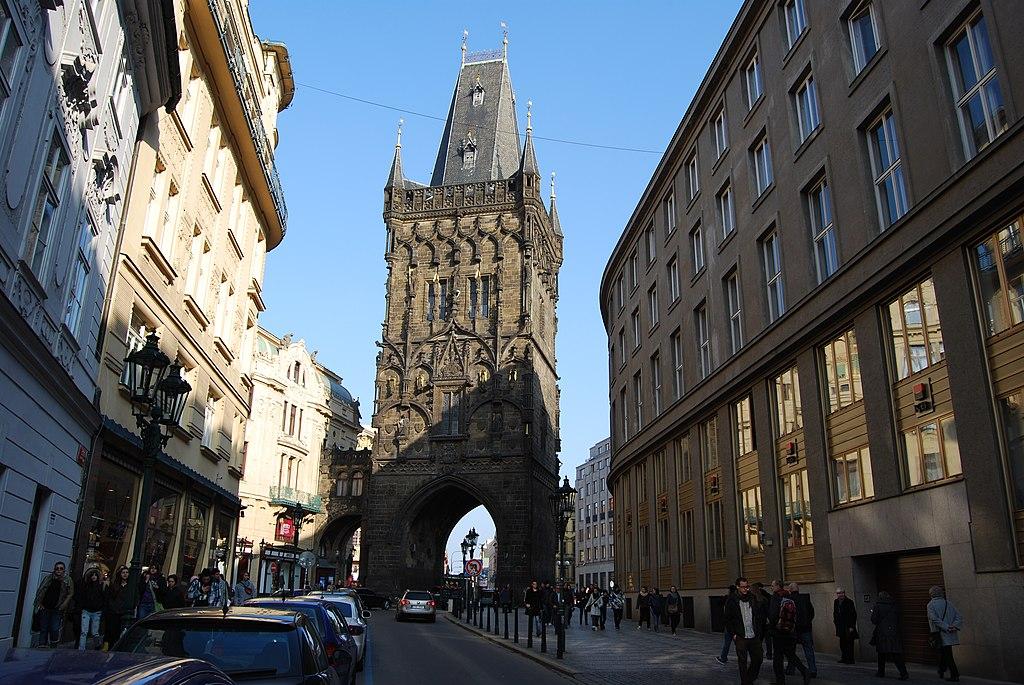 1024px-Praha._Pra%C5%A1n%C3%A1_br%C3%A1na_-_panoramio.jpg