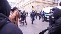 File:Protest begunci dobrodosli na Kotnikovi 2016.webm