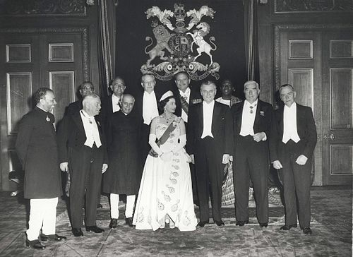 Queen Elizabeth II and Commonwealth leaders, at the 1960 Commonwealth Prime Ministers' Conference, Windsor Castle. Queen Elizabeth II and the Prime Ministers of the Commonwealth Nations, at Windsor Castle (1960 Commonwealth Prime Minister's Conference).jpg