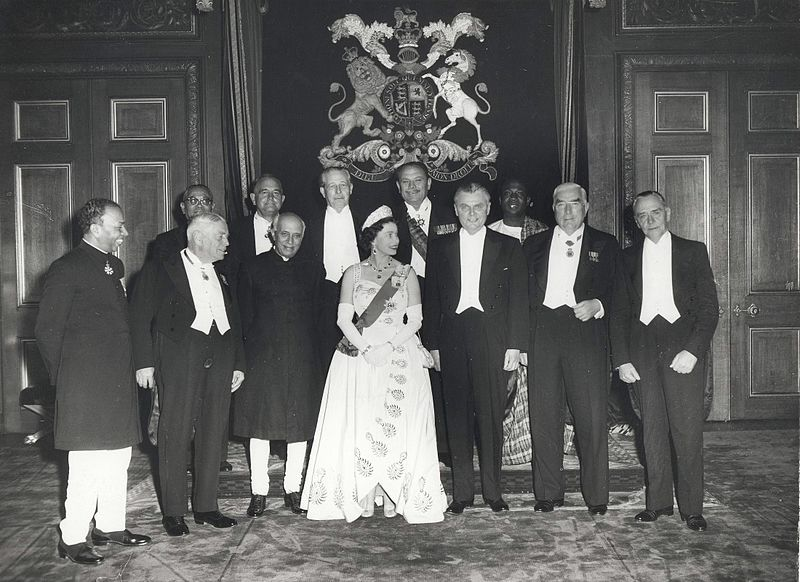 Queen Elizabeth II and the Prime Ministers of the Commonwealth Nations, at Windsor Castle (1960 Commonwealth Prime Minister%27s Conference).jpg