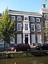 foto van Patriciershuis met lijstgevel van vijf vensterassen