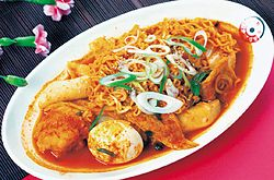 Ra-bokki, stir-fried rice cakes and ramyeon noodles.jpg