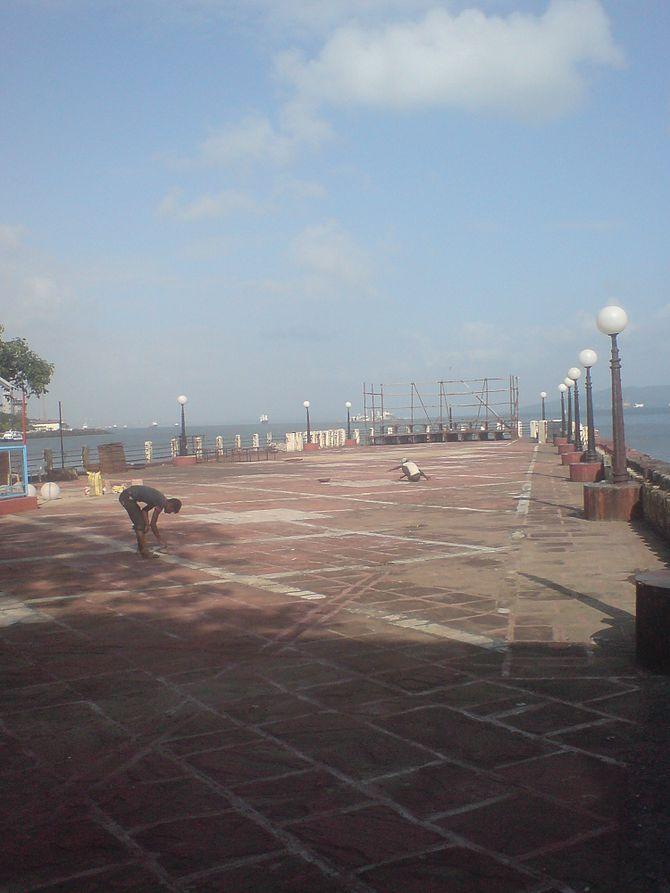 English: Pier @ The Bombay Presidency Radio Cl...