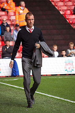 Raul Meireles street clothes 1 Liverpool vs Bolton.jpg
