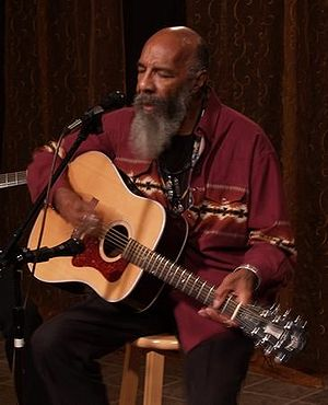 Guild Guitar Company - Richie Havens, who famously played a Guild at Woodstock, performing in 2006 with a D40