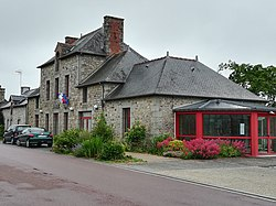 Rives-du-Couesnon - Mairie 20210617.jpg