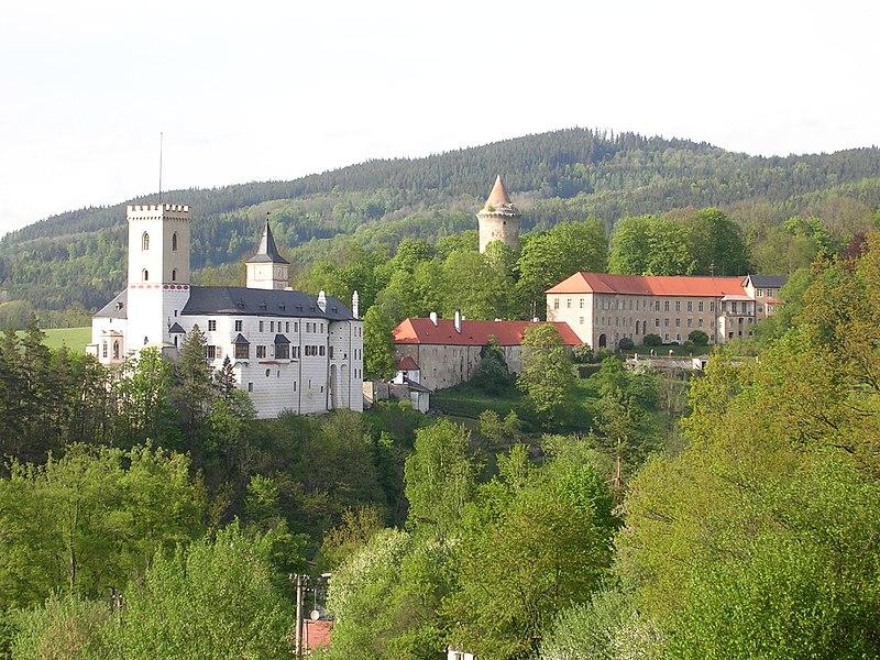 Súbor:Rožmberk nad Vltavou, od jihozápadu, hrad.jpg