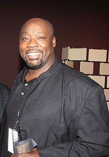 Robert Brown (American football, born 1960)